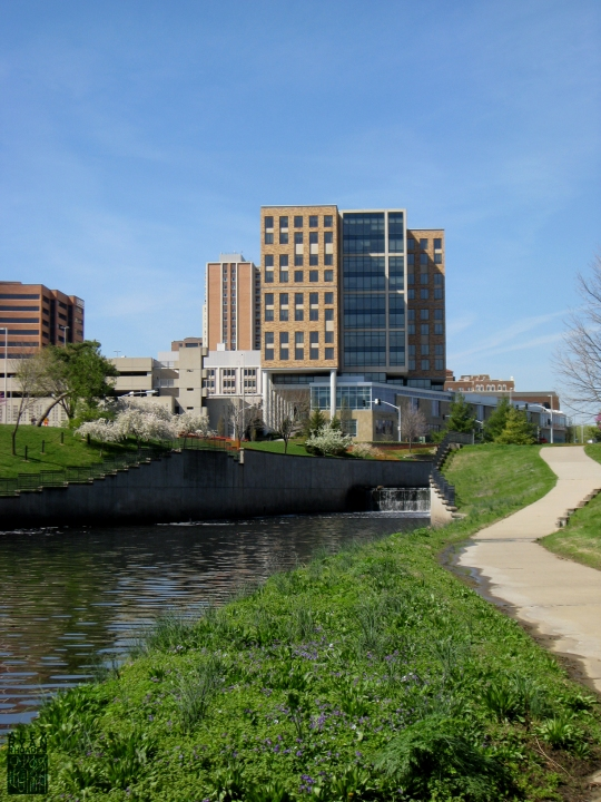 Brush Creek facing the library/Husch Blackwell Building in Kansas City, Missouri